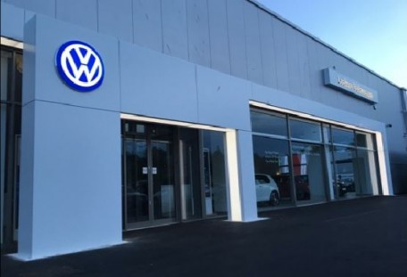 Vw Lookers >> Lookers Volkswagen Newcastle At Night Clovemead News